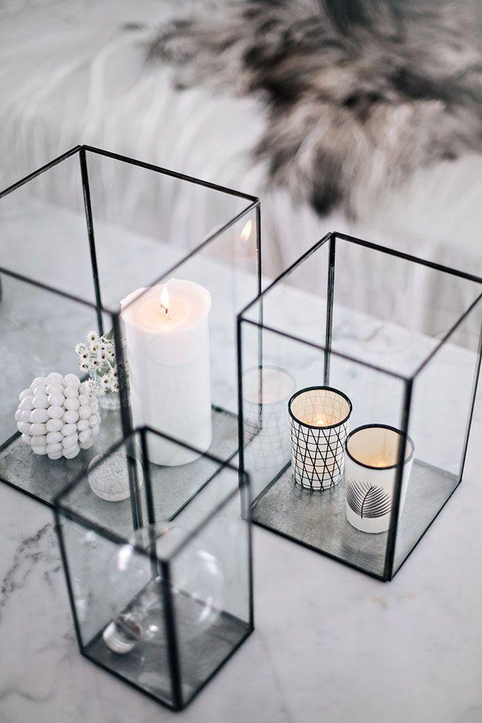 des bougies en noir et blanc